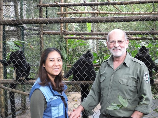 Amazing family saves primates hinh anh 1