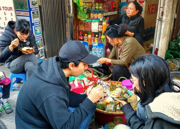 When it gets cold in Hanoi, banh gio cravings arise hinh anh 1
