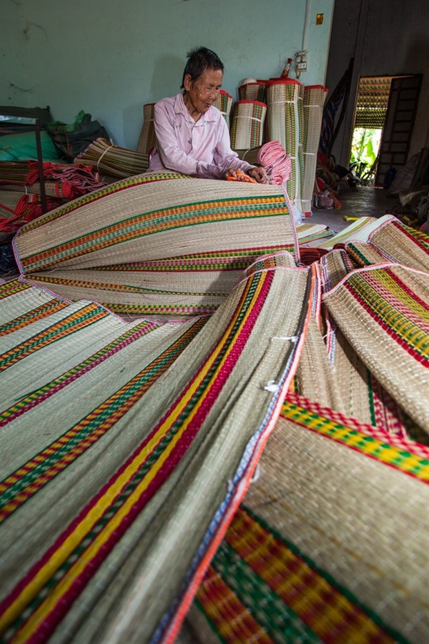 New machines revive mat weaving village hinh anh 3