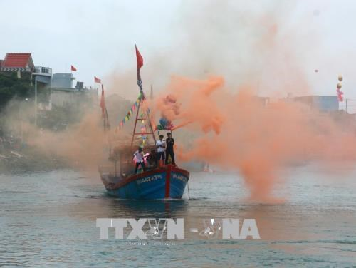 Fishermen celebrate first sailing of new lunar year hinh anh 1