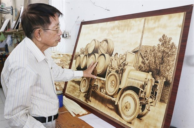 Unique paintings made from sugar palm leaves hinh anh 1