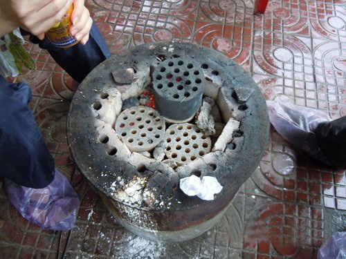 Hanoi to end use of deadly stoves hinh anh 1