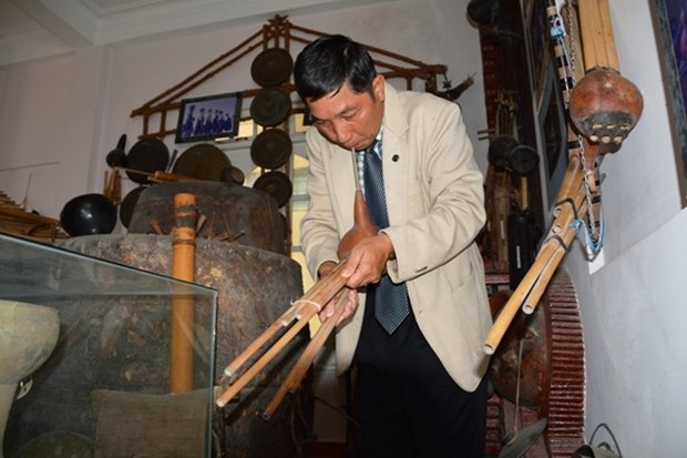 Retired police officer scours country for Tay Nguyen artefacts hinh anh 2