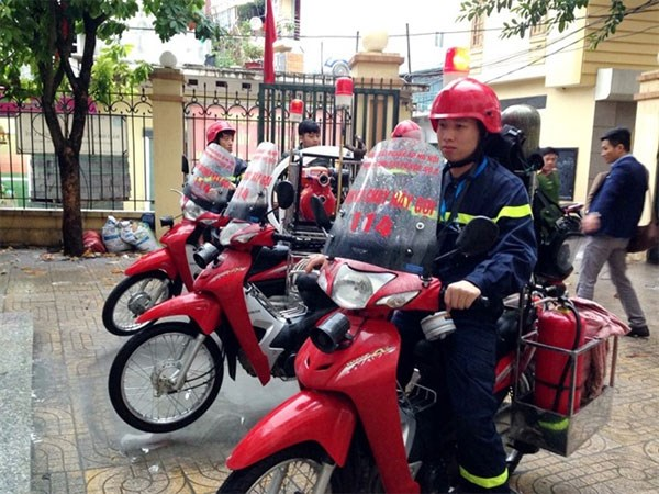 Fire bikes to the rescue in Hanoi's small alleys hinh anh 1