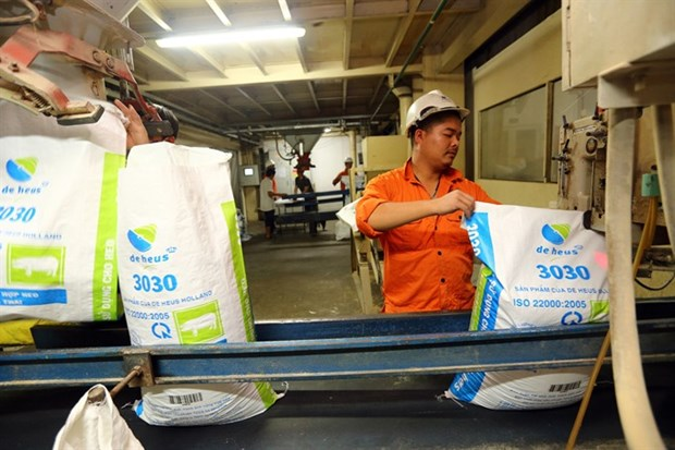 Foreign firms dominate Vietnam's fast-growing animal feed industry hinh anh 1