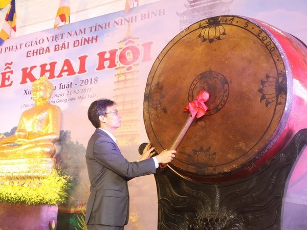 Numerous festivals kick off amid Tet atmosphere hinh anh 1