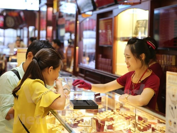 Gold shops prepare for surge on God of Wealth Day hinh anh 1