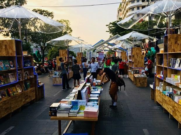 Tet book fairs rake in money hinh anh 1