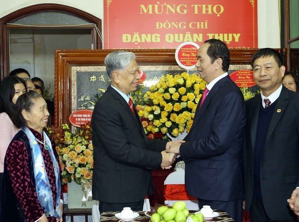 Leaders congratulate general Dang Quan Thuy on 90th birthday hinh anh 1