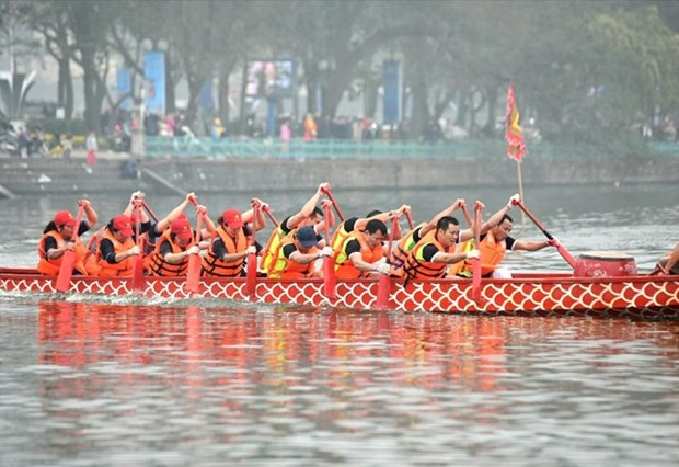 Traditional boat racing in Hanoi attracts crowds hinh anh 1