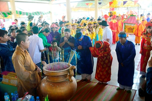 Thousands join Nghinh Ong Festival in Bac Lieu hinh anh 1