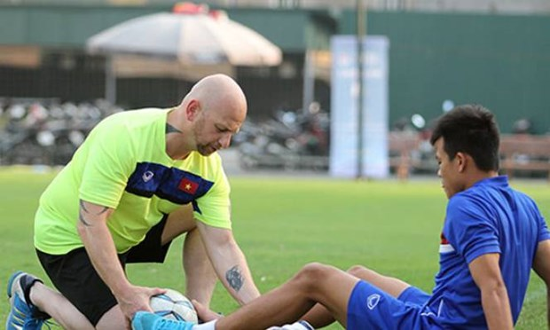 Vietnam signs contract with fitness coach Dominic Palmer hinh anh 1