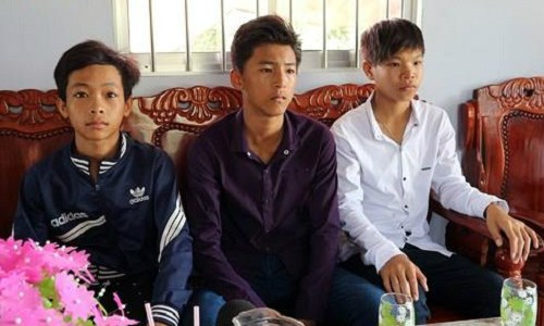Education minister awards student in Soc Trang for honesty hinh anh 1