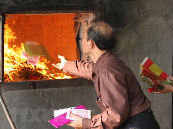 Buddhist Sangha proposes eliminating votive paper burning at pagodas hinh anh 1