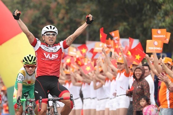 HCM City cycling race to celebrate national reunification hinh anh 1