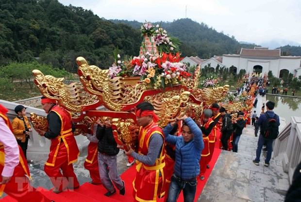 Quang Ninh: Spring festivals start National Tourism Year 2018 hinh anh 1