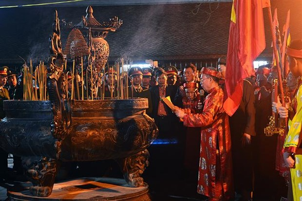 Northern festivals remembering Tran Dynasty draw public crowds hinh anh 7