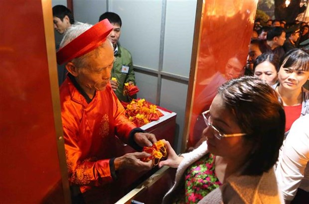 Northern festivals remembering Tran Dynasty draw public crowds hinh anh 4