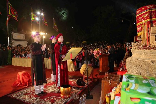 Northern festivals remembering Tran Dynasty draw public crowds hinh anh 3