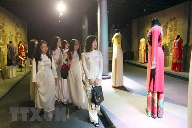 Over 3,000 people in ao dai join mass performance in HCM City hinh anh 1