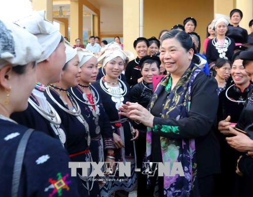 NA leader presents gifts to poor people in Tuyen Quang hinh anh 1