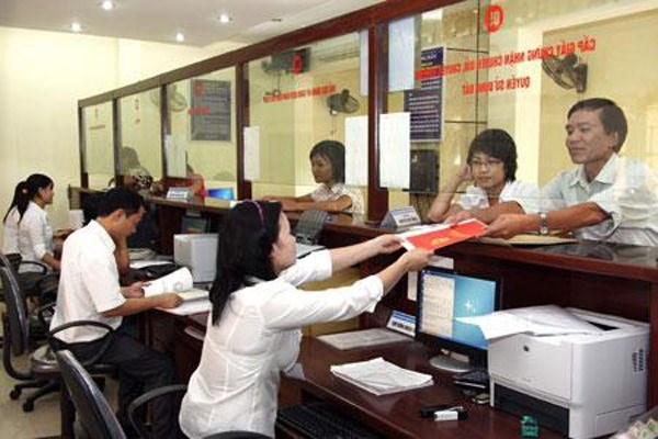 HCM City plans to pilot merit pay for workers hinh anh 1