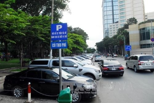 HCM City mulls increase in fees for parking fees hinh anh 1