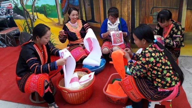 Hmong patterns recognised as national intangible cultural heritage hinh anh 1