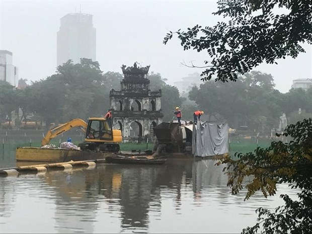 Water quality in Hanoi's lakes improves after cleaning hinh anh 1
