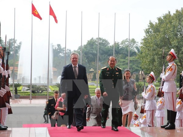 Vietnam, Russia agree to further strengthen military technical cooperation hinh anh 1