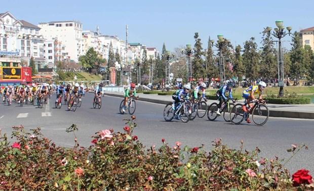 Binh Duong int'l women's cycling tournament opens hinh anh 1