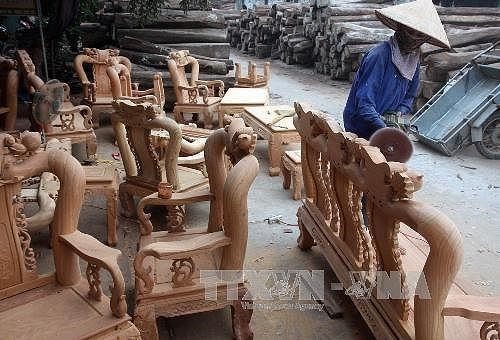 Vietnam firms participate in int'l furniture fair in Singapore hinh anh 1