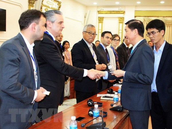 HCM City, French businesses cooperate to develop urban transport hinh anh 1