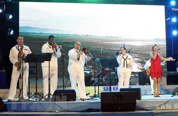 US Navy 7th Fleet Band's performances surprise Da Nang audience hinh anh 1