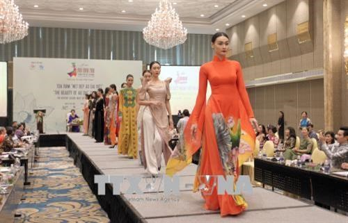 Charm of traditional Ao Dai highlighted at HCM City talks hinh anh 1