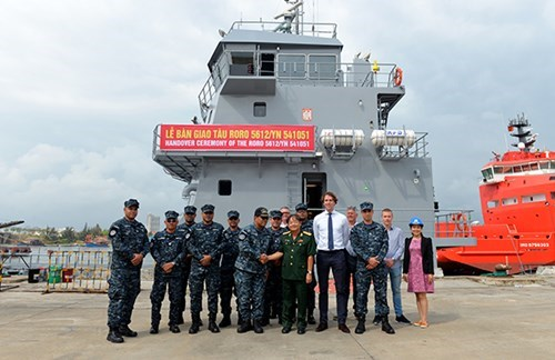 Vietnam-made logistic ship handed over to foreign client hinh anh 2