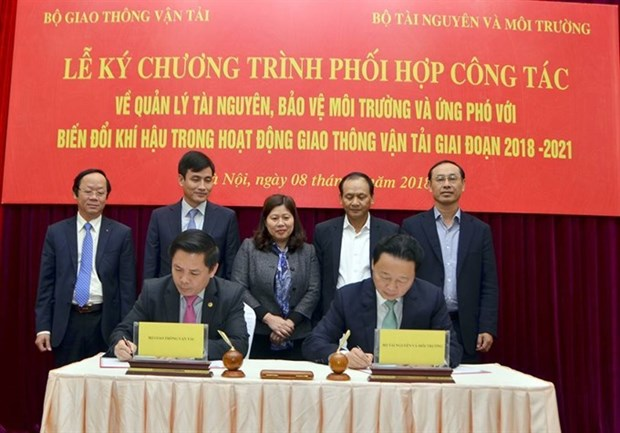 Efforts to improve environmental protection in transport hinh anh 1