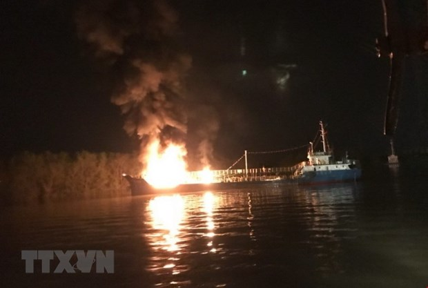 Firefighters stamp out tanker blaze in Hai Phong port city hinh anh 1