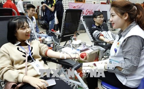 """""""Red Spring"""" festival collects 10,200 blood units hinh anh 1"""
