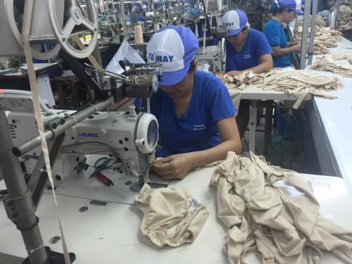 Garment-textile sector eyes 10 percent growth in 2018 hinh anh 1