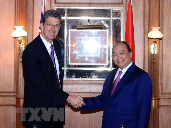 PM Nguyen Xuan Phuc meets with New Zealand's milk firms hinh anh 1