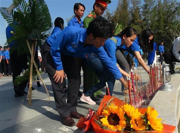 Khanh Hoa authorities commemorate 64 Gac Ma naval martyrs hinh anh 1