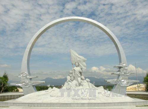 Khanh Hoa authorities commemorate 64 Gac Ma naval martyrs hinh anh 2