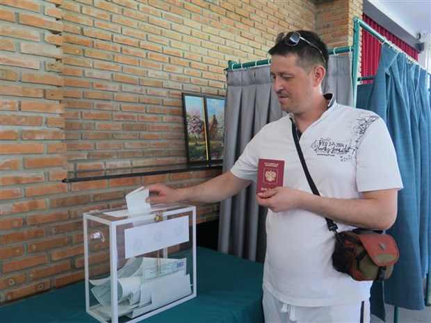 Russian citizens in Nha Trang city vote in Presidential election hinh anh 1