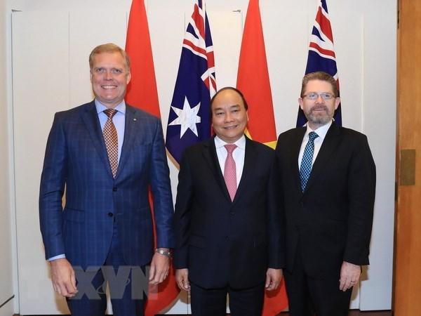 PM Nguyen Xuan Phuc meets Senate, House leaders of Australia hinh anh 1
