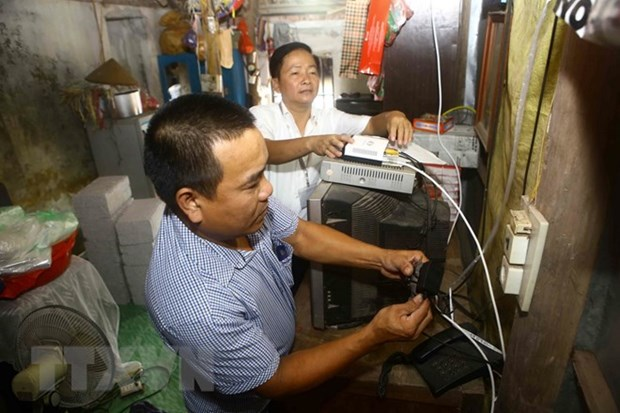 Deadline for end of analogue TV broadcasting set for December 31 hinh anh 1