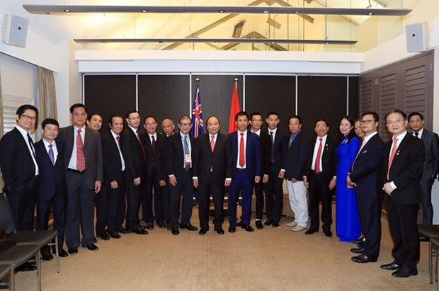 PM meets with Vietnamese businessmen, intellectuals in Australia hinh anh 1