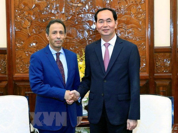 President greets outgoing UAE Ambassador hinh anh 1