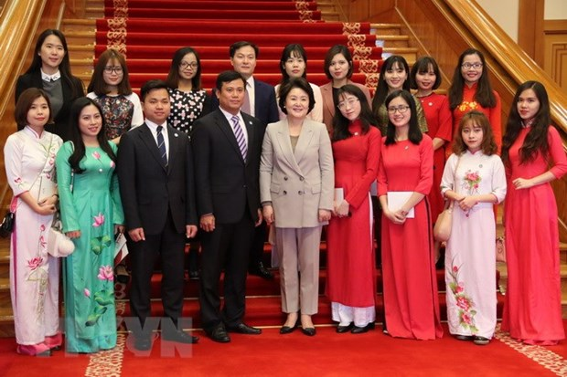 RoK First Lady meets Vietnamese students hinh anh 1