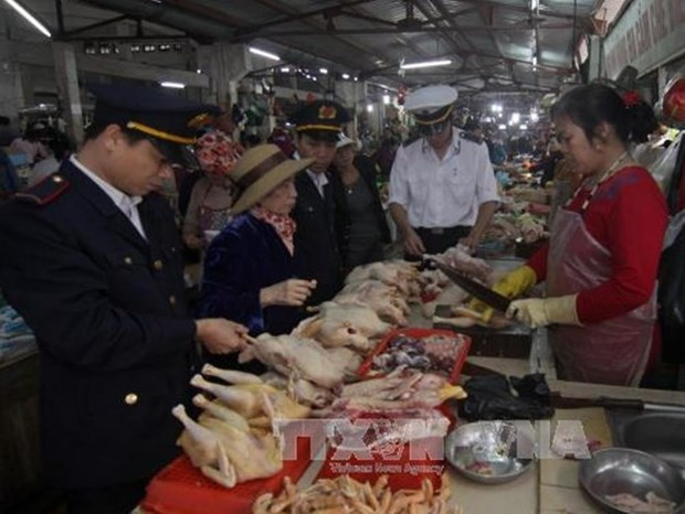Hanoi ups specialised inspections on food safety hinh anh 1